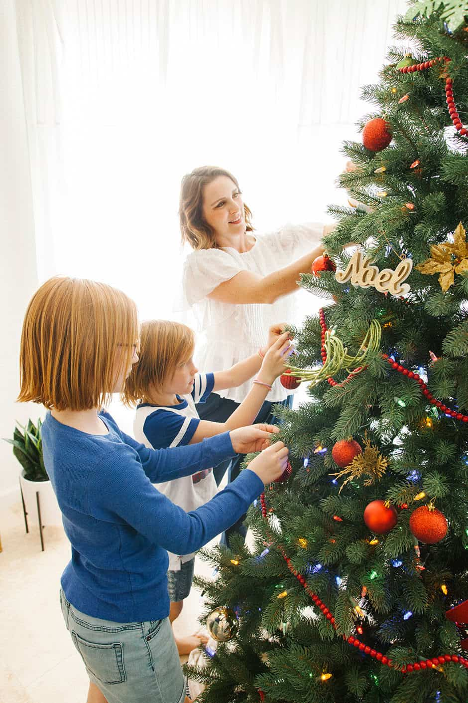 The holiday season is notoriously stressful and busy, but it doesn't have to be that way! Learn how to keep the magic alive and enjoy the season with your kids without having an anxiety attack. Read on for tips for a stress free Christmas!
