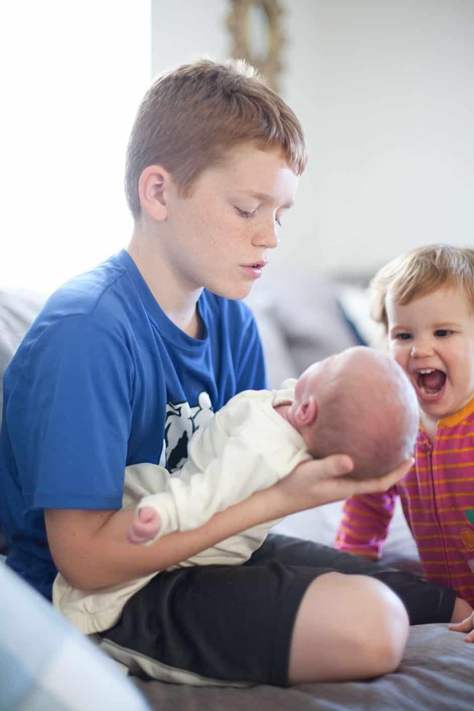 big siblings and newborn