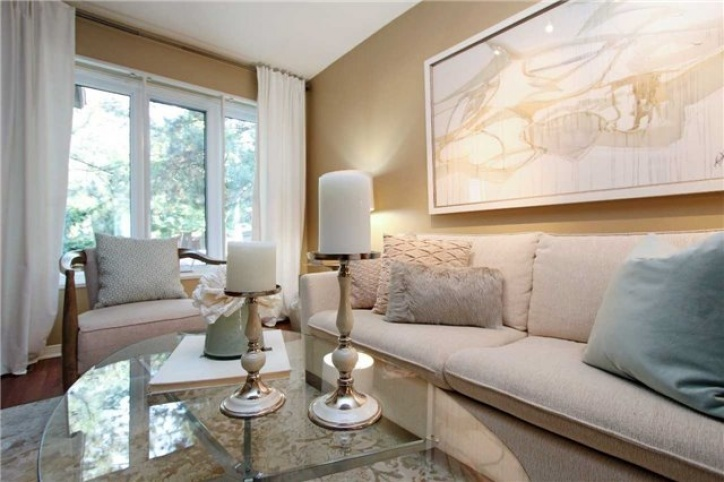 575 Roehampton Avenue, Toronto, Toronto, 2 Bedrooms Bedrooms, ,3 BathroomsBathrooms,Att/Row/Twnhouse,Sold,Roehampton Avenue,1016