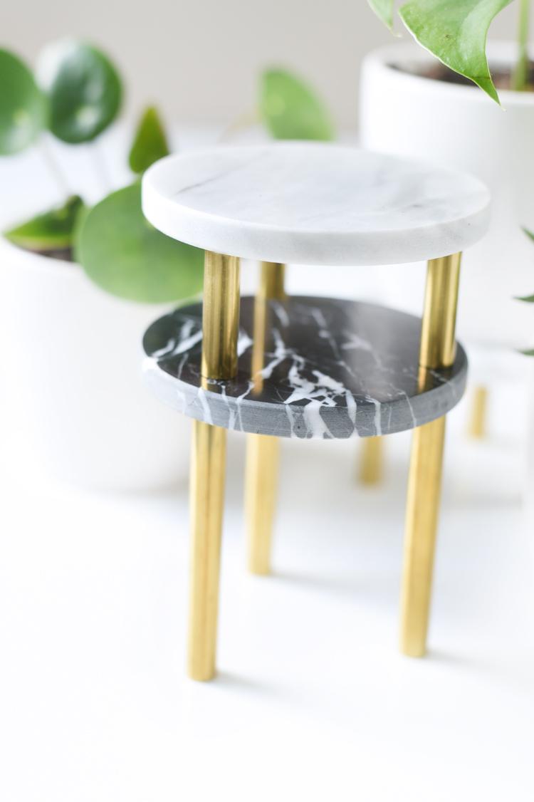 Pflanzenständer in Gold