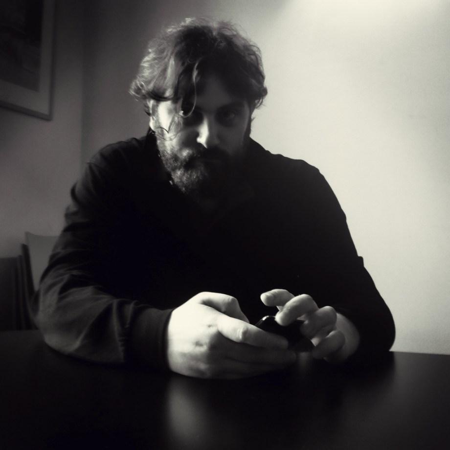 Portrait au noir d'Ariel Lopez V.