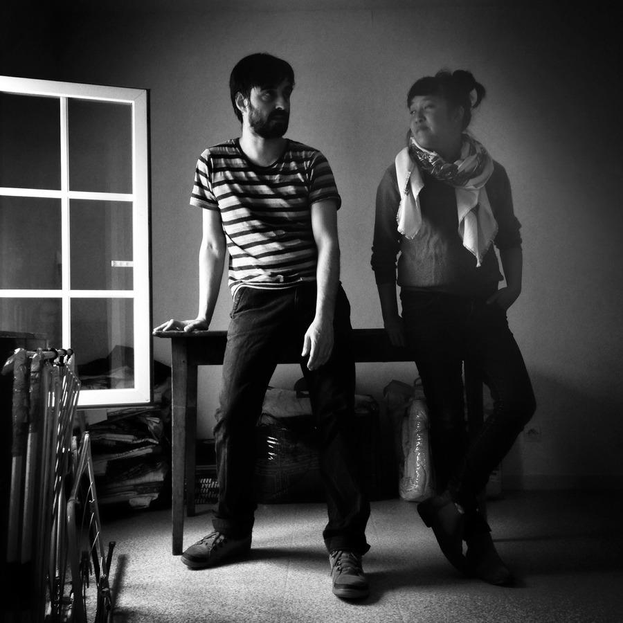 Sébastien Chrisostome et Mai Li Bernard pendant le déménagement de Lucie - Photographie Alain François