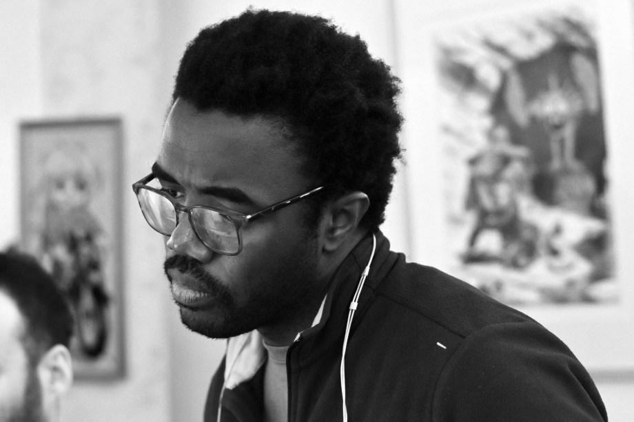 Portrait :  Adjim Danngar dans son atelier