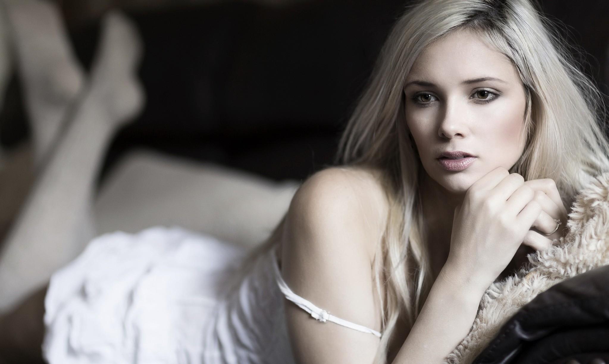 Hd Wallpaper 2014 Download 2047x1223 Louisa Marie Women Face Model