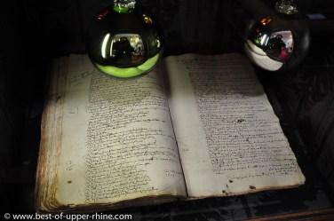 Manuscrit présenté à la Bibliothèque Humaniste de Sélestat et remontant à l'an 1521. On y trouve la première référence écrite au sapin de Noël connue dans le monde.