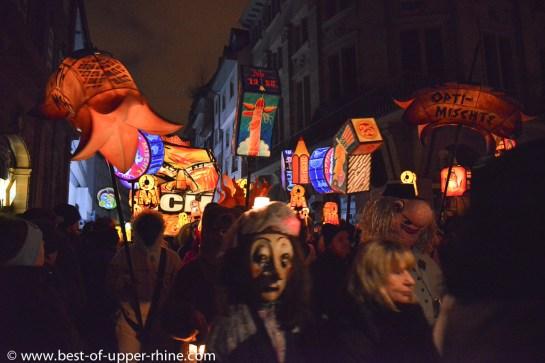 Carnaval de Bâle. Défilé nocturne du Morgenstreich.