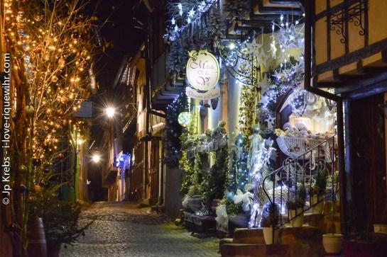 Rue des Remparts à Riquewihr en décembre.