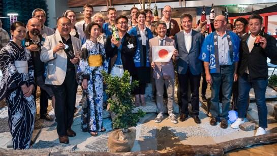 Photo de famille : vignerons alsaciens et producteurs de saké japonais…