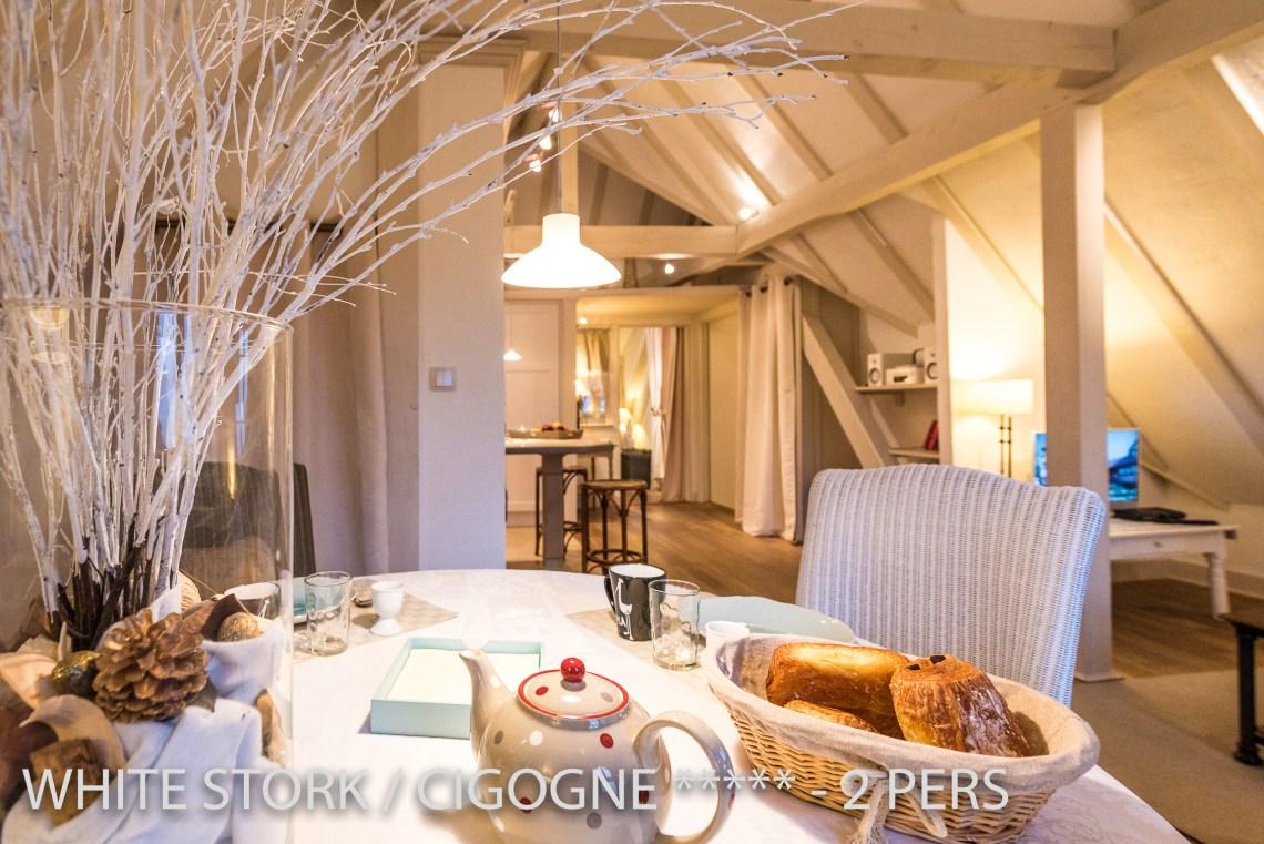 La Cigogne à riquewihr - appartement 5 étoiles vue sur la table