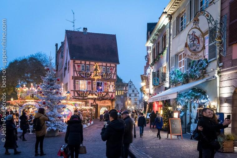 Belles décorations de Noël dans le cœur historique de Colmar.