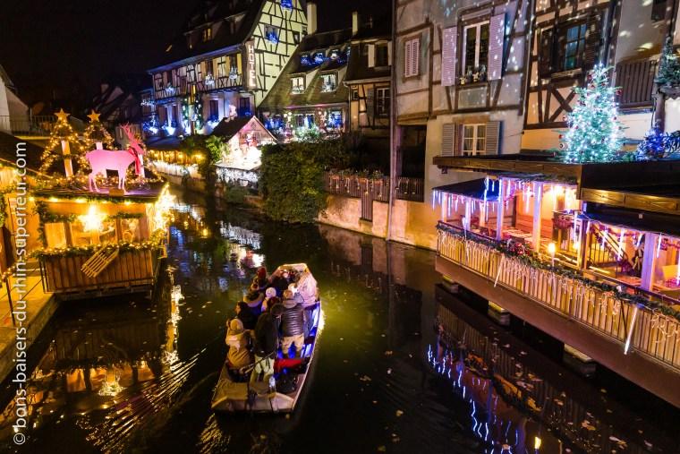 En barque sur la Lauch le soir à l'époque de Noël.