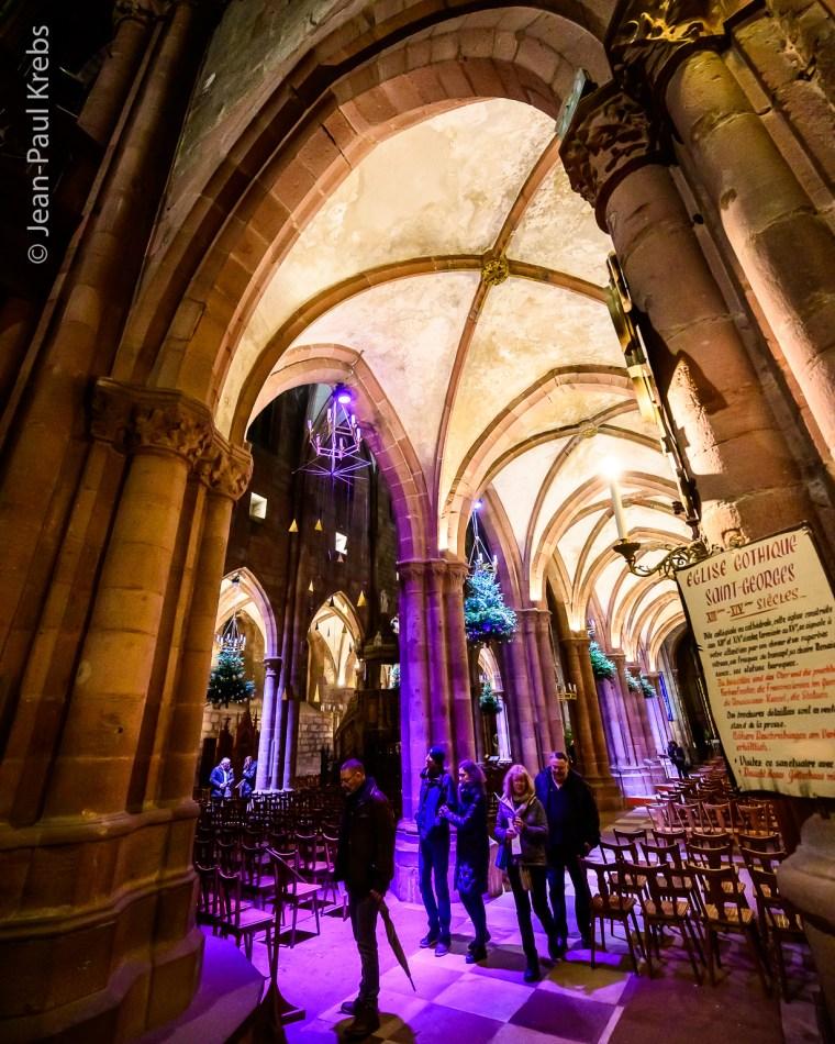 Eglise Saint-Georges de Sélestat: Exposition sur le thème du Sapin de Noel avec ses décorations