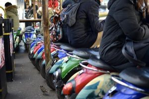 camden-lock-village-londres-scooter