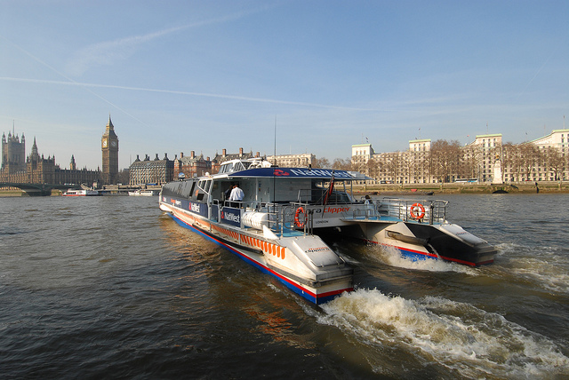 catamaran-londres-tamise-thames-clippers