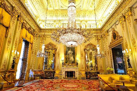 Buckingham-Palace-White-Drawing