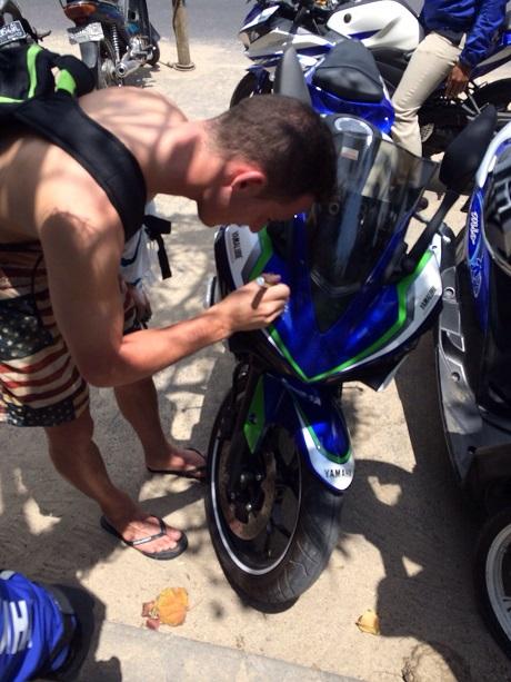 Pol Espargaro saat berlibur di Bali (2)
