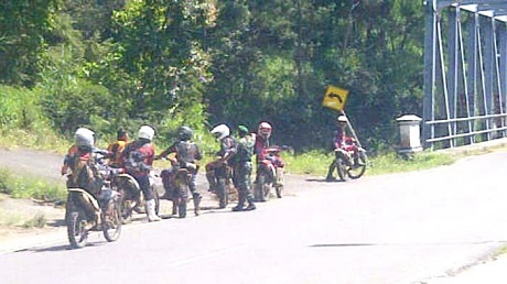 rombongan motor-trail dibegal