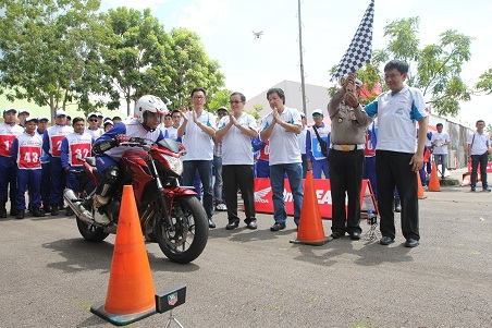 Adu-Skill-Berkendara-Big-Bike-antar-Instruktur-Safety-Riding-AHM