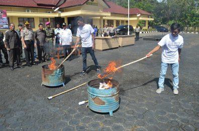 pembakaran atribut