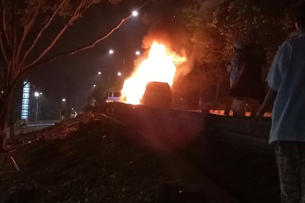 Mobil Meledak an Terbakar di Tabligh Akbar Habib Rizieq