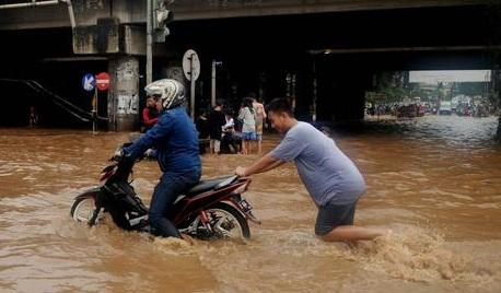 Motor Bebek Paling Susah Lewat Banjir, Benarkah?