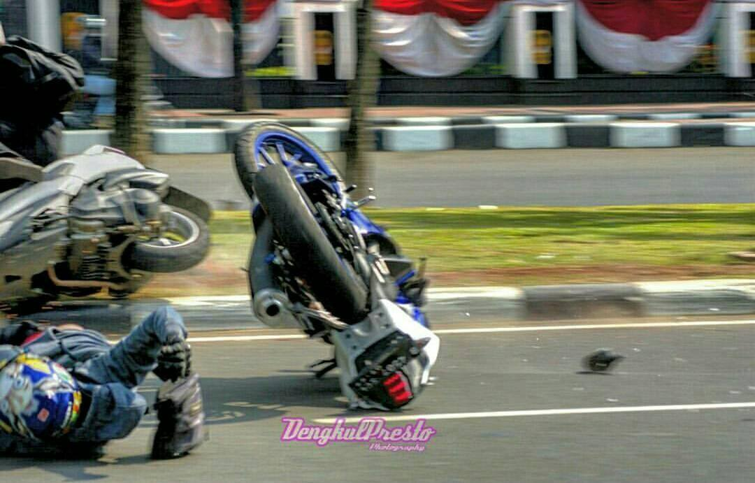 Knee Down Di Monasco Lalu Crash (2)