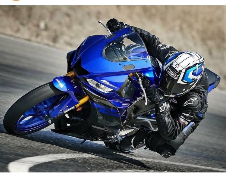 Photo New Yamaha YZF-R25 2019 Face Lift race