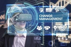 foto van man in pak met virtual reality bril
