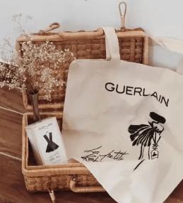 Un tote-bag Guerlain gratuit