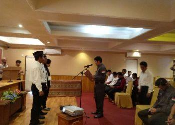 SIAP MENGAWASI: 3 PPL saat dilantik oleh Panwascam Bontang Barat di Hotel Raodah, Rabu (17/1) kemarin.(IST)
