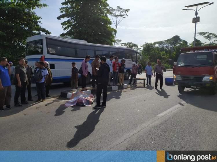 Kecelakaan lalu lintas menewaskan Dina Ridiani di Jalan Cipto Mangunkusumo, Jumat (10/1/2020) lalu. (Adiel Kundhara/KPG)
