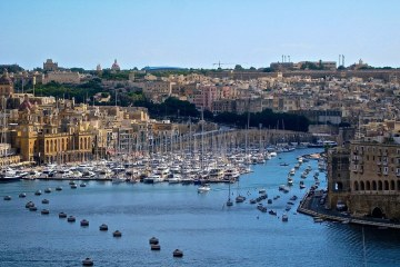 MALTA: NON STOP RETURN FLIGHT TICKET FROM  NORWAY FOR 15 EUROS