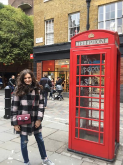 London's typical telephone booth - Photo by: Isabella Van Haute