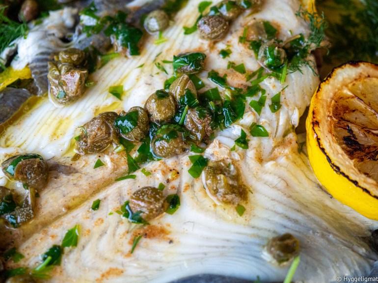 Helstekt rødspette med brunet kaperssmør er forholdsvis rimelig hverdagsluksus. Dette er en fantastisk oppskrift på en fantastisk fisk.