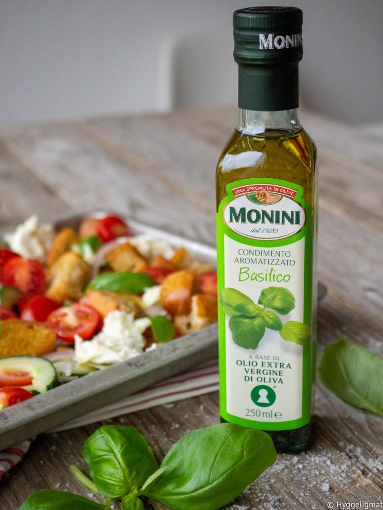 taliensk mat er så mye mer enn bare pasta og pizza. Panzanella er en brødsalat der du bruker gammelt brød, det gjør denne retten perfekt hvis du ønsker å redusere matsvinn. I tillegg smaker den fantastisk. I denne varianten av Panzanella har jeg brukt extra virgin basilikumolje fra Monini.