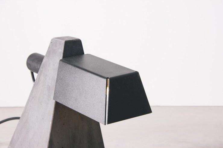 4844-luminaria-geo-preta-tomada-5-1200