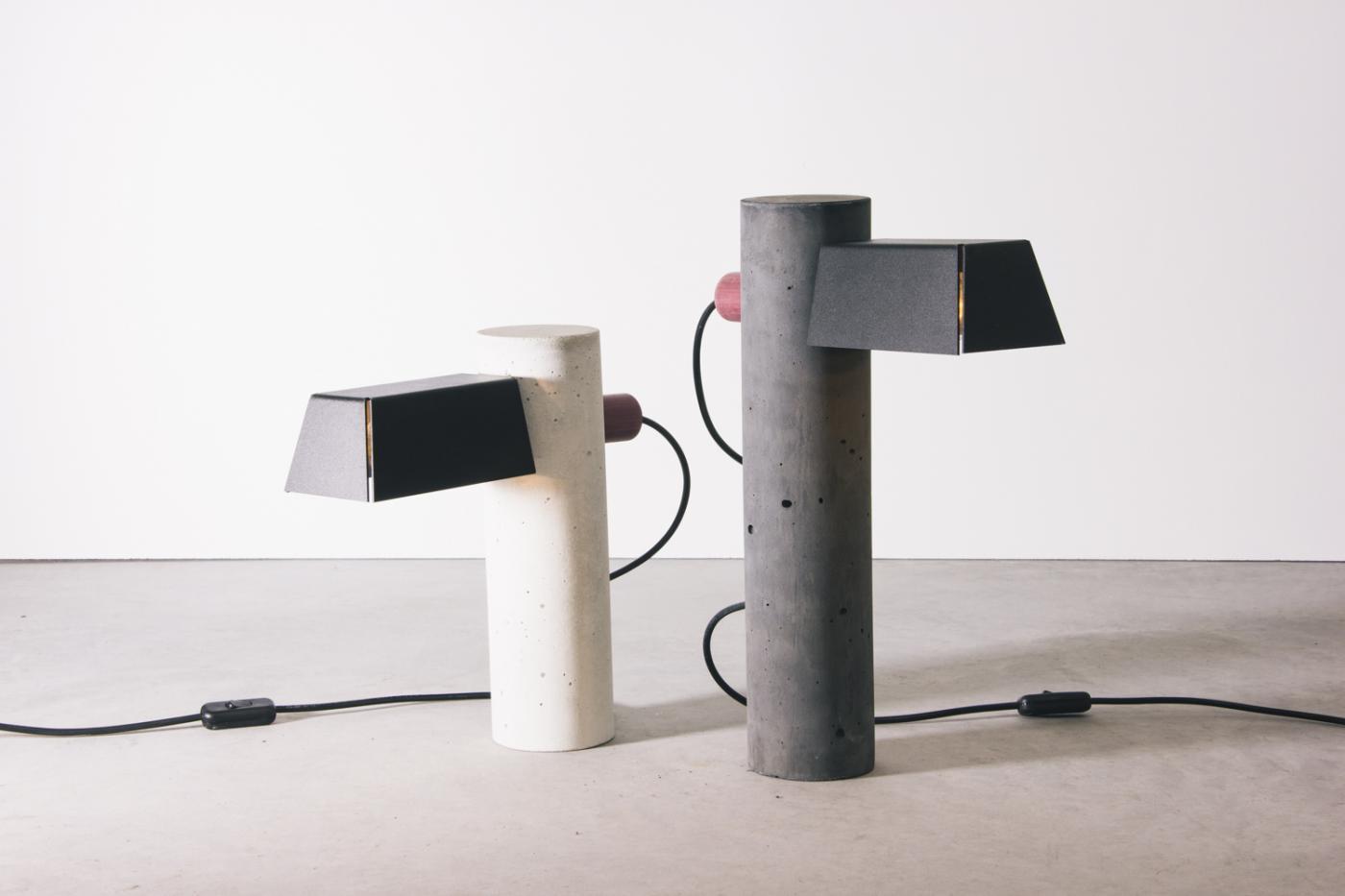 4854-luminaria-pilar-branca-tomada-5-1400