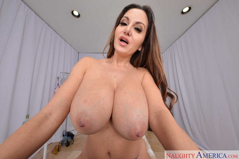 BOOBTIQUE: NEW AVA ADDAMS SET & VR VIDEO!