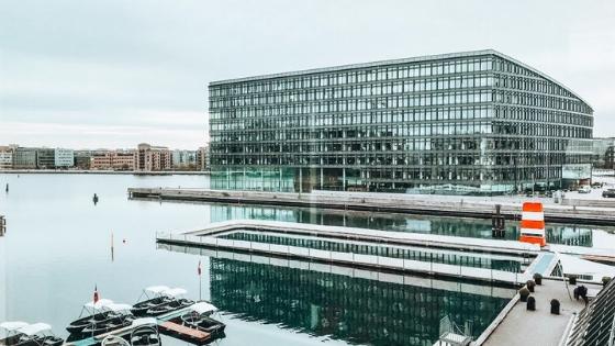 Kopenhagen Island hotel waar je buiten kunt zwemmen. Ideaal gelegen t.o.v. openbaar vervoer, winkelen en bezienswaardigheden -Booest.nl