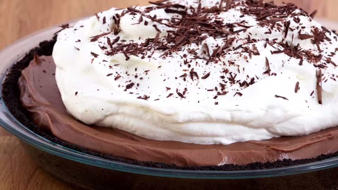 Professional Baker Teaches You How To Make CHOCOLATE CREAM PIE