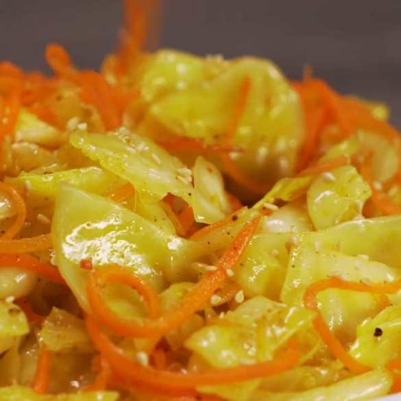 Easy Pickled Cabbage