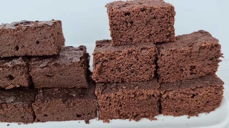 HOW TO MAKE EASY KETO BROWNIES - FUDGY VS CAKEY