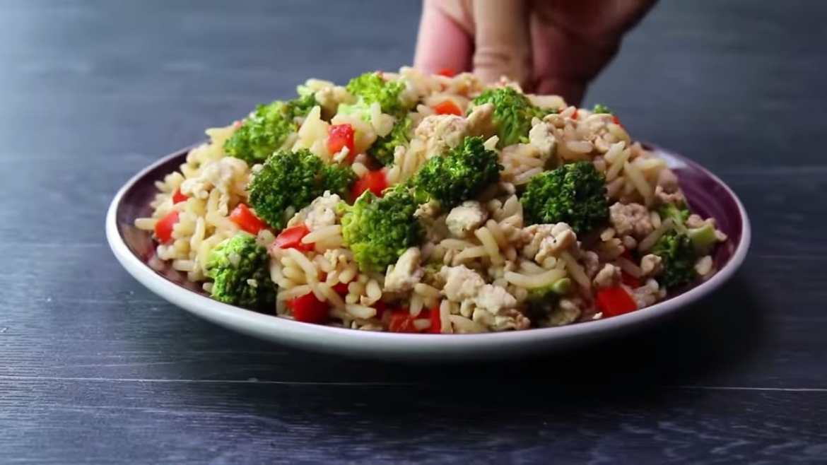 High protein ground chicken and rice 420 calories