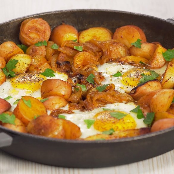 Spanish HUEVOS ROTOS (Broken Eggs)   FRIED POTATOES & EGGS