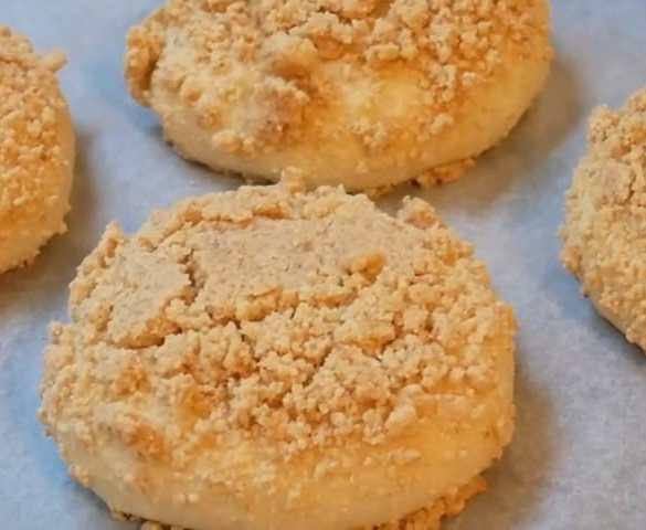 "Vegan Peanut Butter Streusel Bread ""Soboro Ppang"""