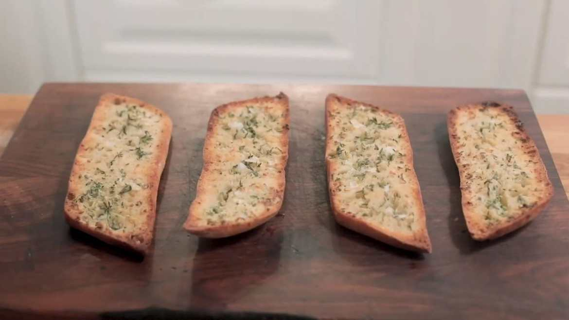 Garlic bread recipe with homemade butter. Easy and tasty.