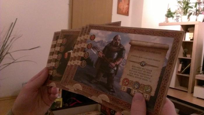 Die sehr großen, gelungenen und hübsch anzusehenden Spielerkarten