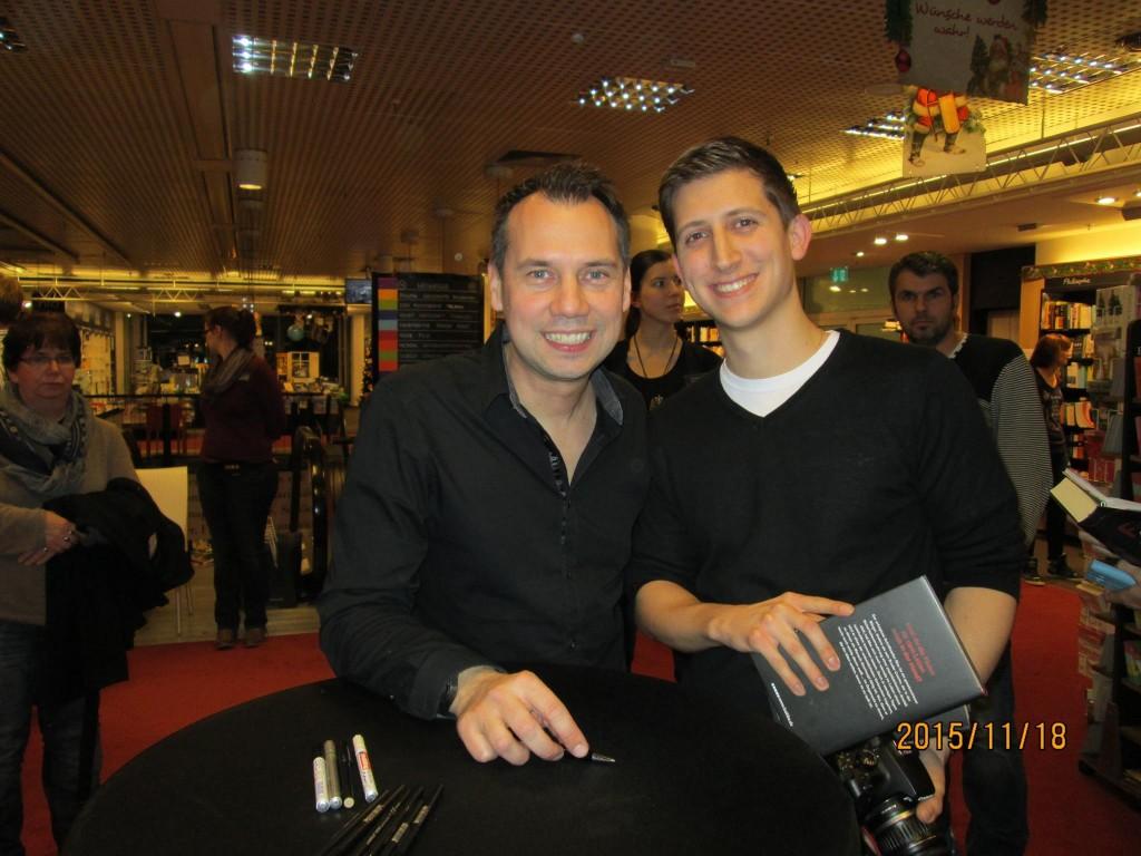 Sebastian Fitzek und ich auf der Lesung am 18.11.2015 in der Mayerschen Buchhandlung in Köln