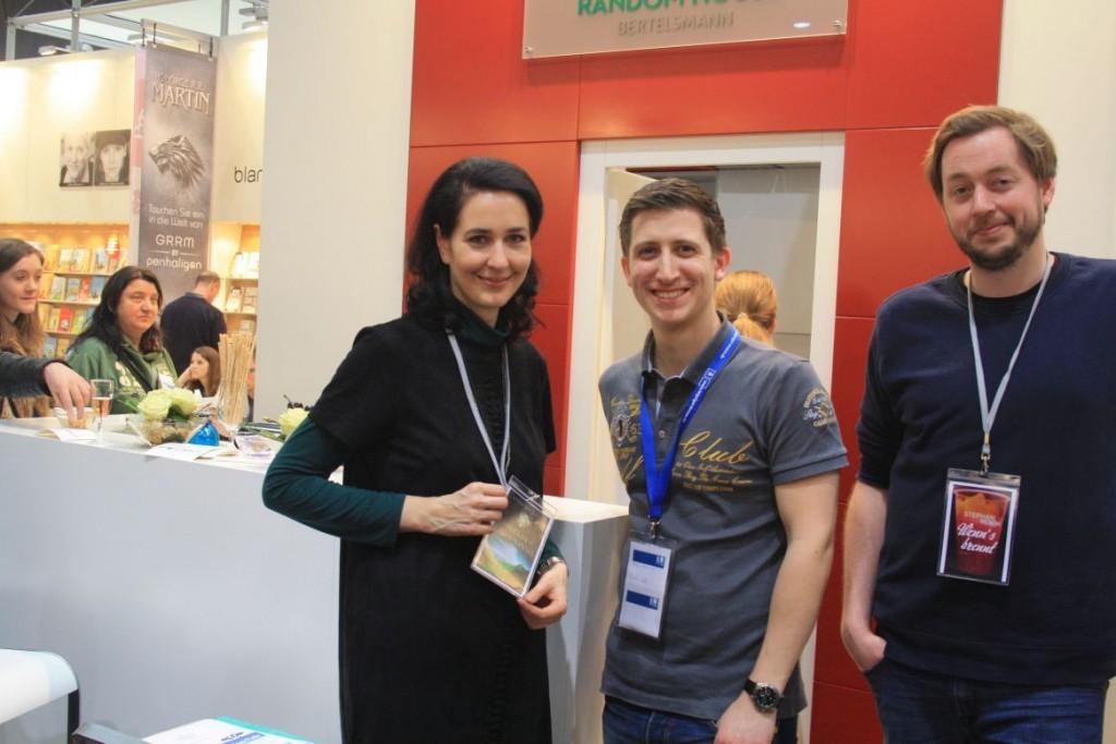 """Kiera Brennan, Autorin von """"Die Herren der grünen Insel"""" zusammen mit mir"""