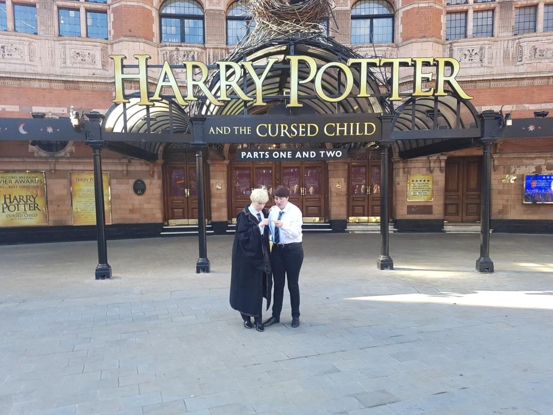 Scorpius (Lea) und Albus (Jenny) vor Harry Potter and The Cursed CHild